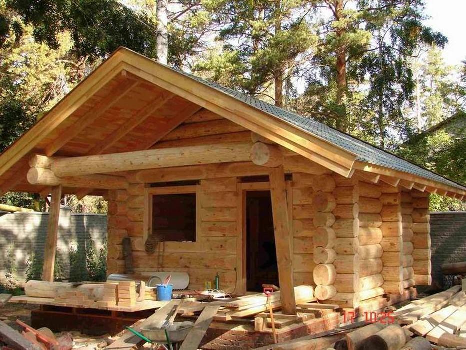 На фото деревянный дом - сруб из бревен рубленных топором. Многие